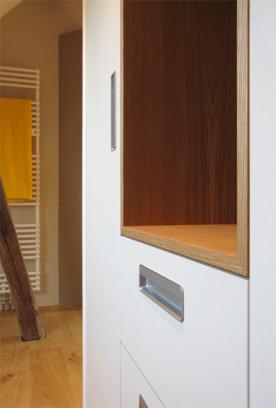 i-ja-dachbodenausbau-detail-schrank-eichenfach